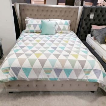 4'6' Double Diamond Upholstered Bedframe